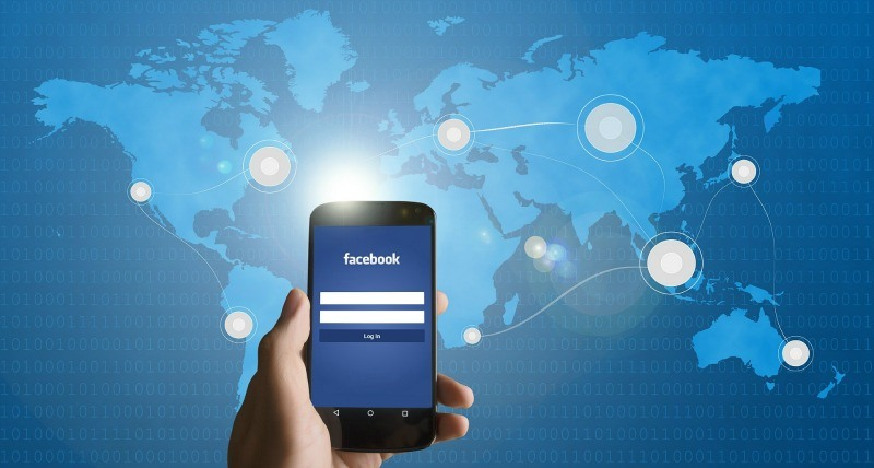 facebook-recommendations-smartphone