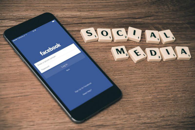 Facebook Esplora smartphone