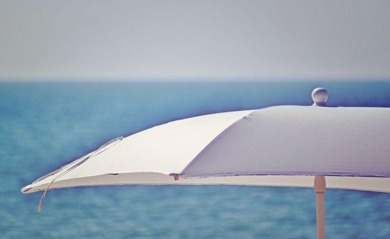 Fare email marketing in estate sotto l'ombrellone